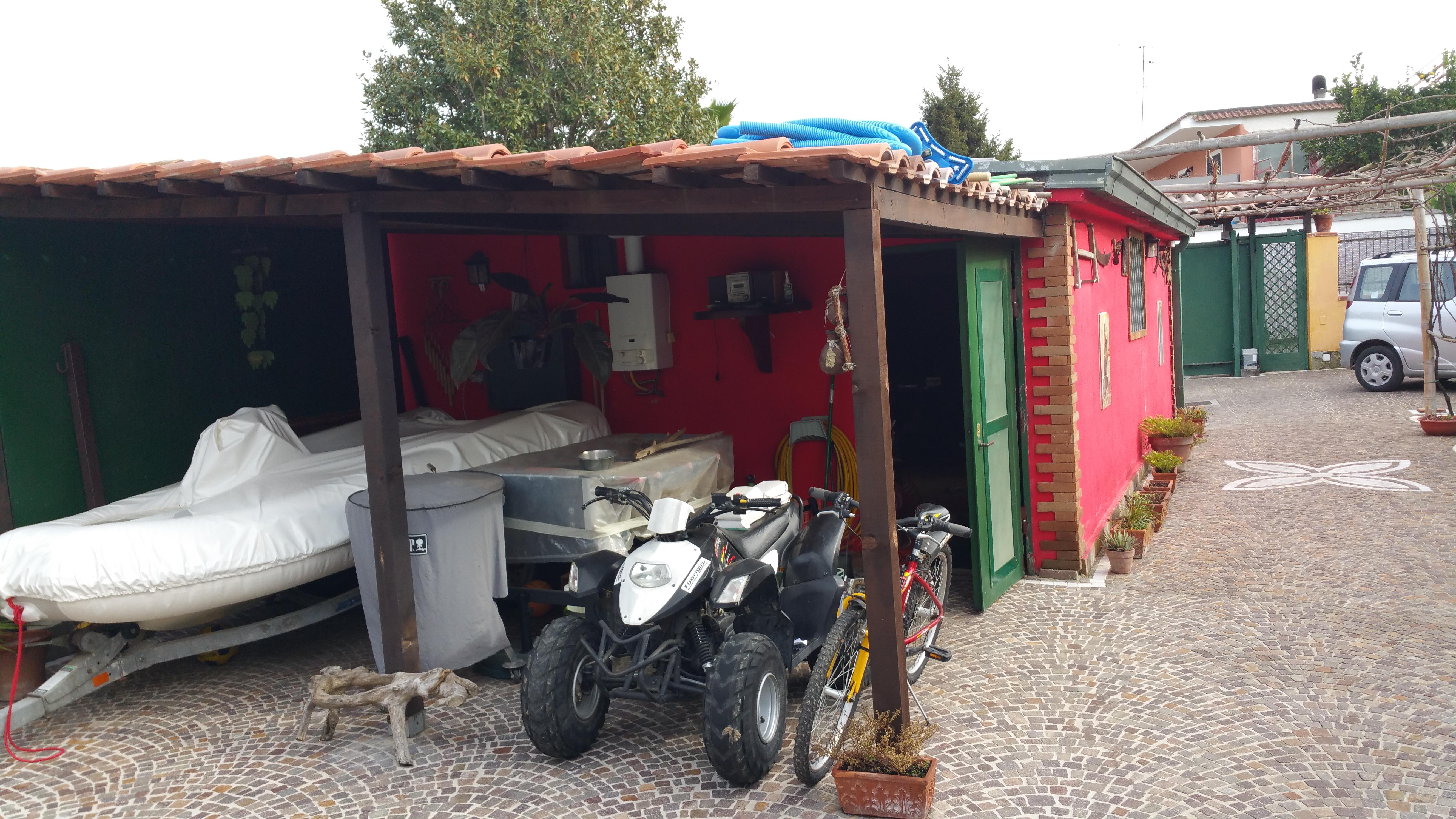 Lo stracquo di salvatore palumbo associazione ponza for Laboratorio di garage domestico