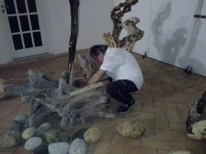 Cosmo Cinisomo all'opera nel museo di Ponza
