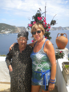 Carmen Argiero con la sua maestra di ricamo Nannina Tricoli
