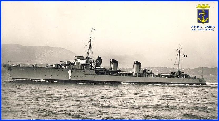 La nave che portò Mussolini da Ponza a La Maddalena